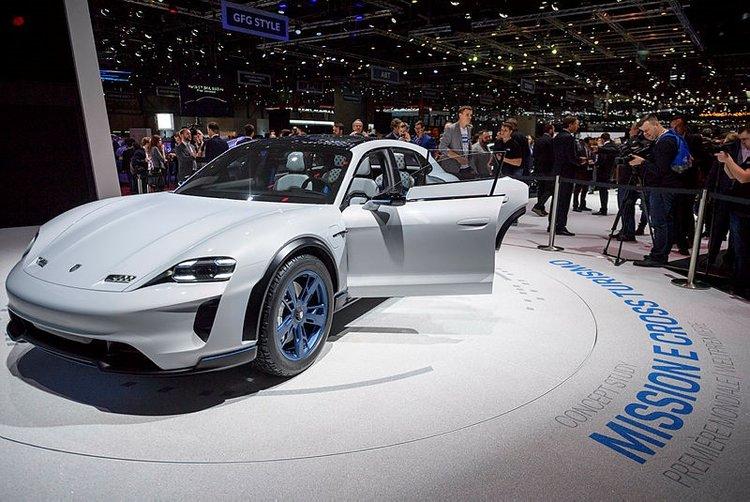 Porsche Mission E Cross Turismo, Tesla'yı Geride Bıraktı!