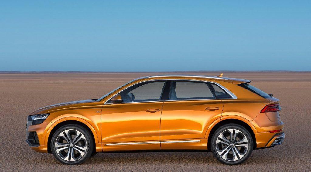 Audi q8 yan görünüş
